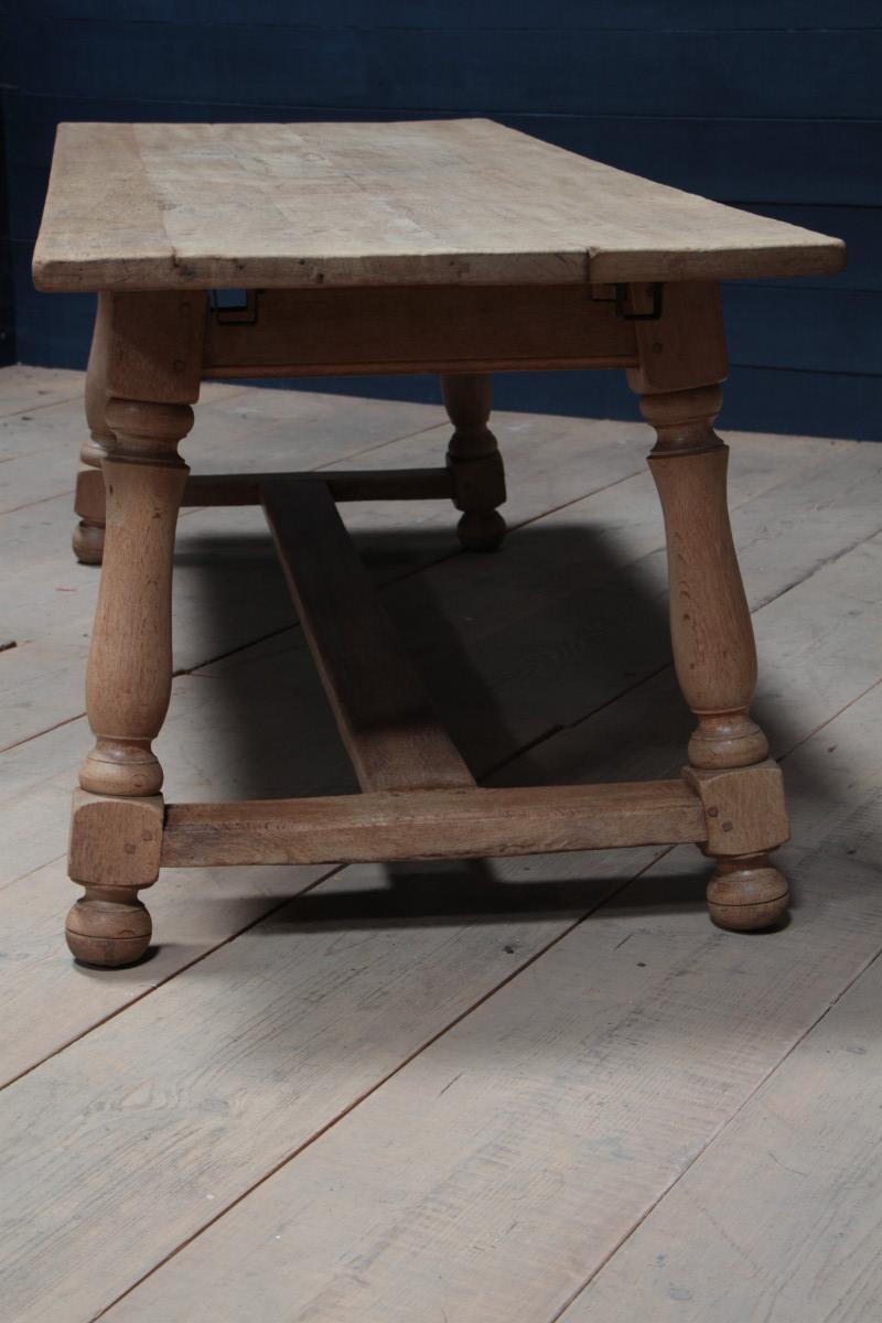 ancienne table de ferme blanchie european antique warehouse. Black Bedroom Furniture Sets. Home Design Ideas