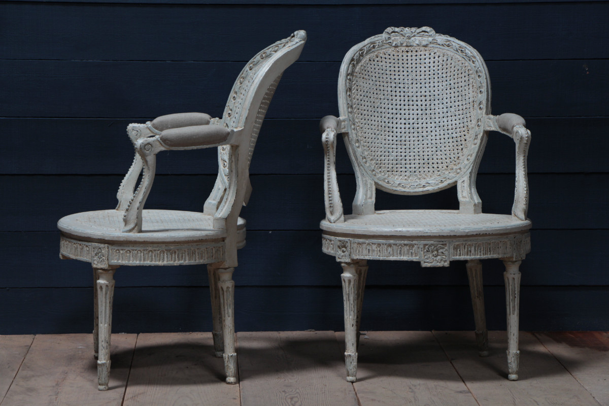 chaises peintes louis xvi fauteuils european antique warehouse. Black Bedroom Furniture Sets. Home Design Ideas