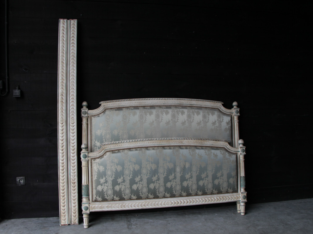 Dimensions Of A Queen Size Bed.Lxvi Painted Fine Carved Queen Size Bed Bedroom Items By