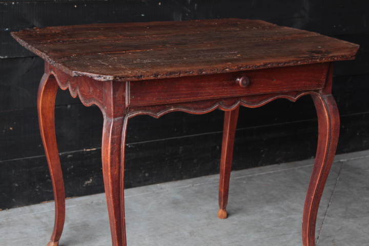 18 th century small country french table petites tables european antique warehouse. Black Bedroom Furniture Sets. Home Design Ideas