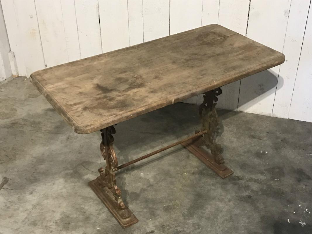 Table de jardin en fer forgé et bois - JARDIN - European Antique ...