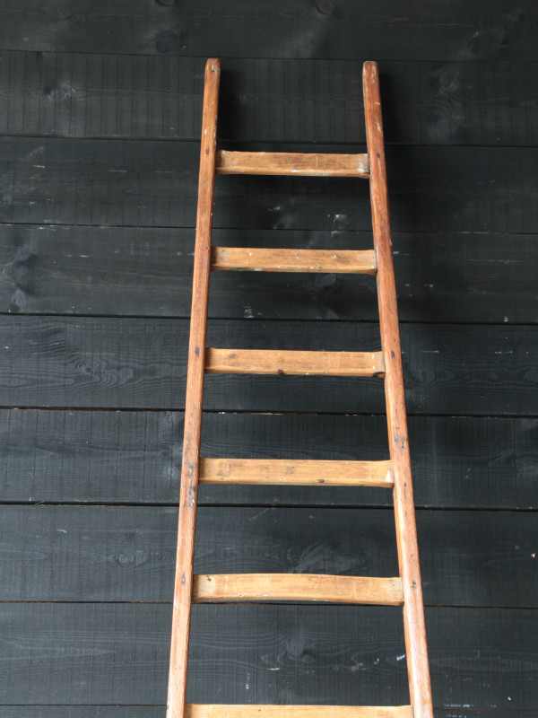Antique wood ladder mobilier european antique warehouse for Echelle deco en bois