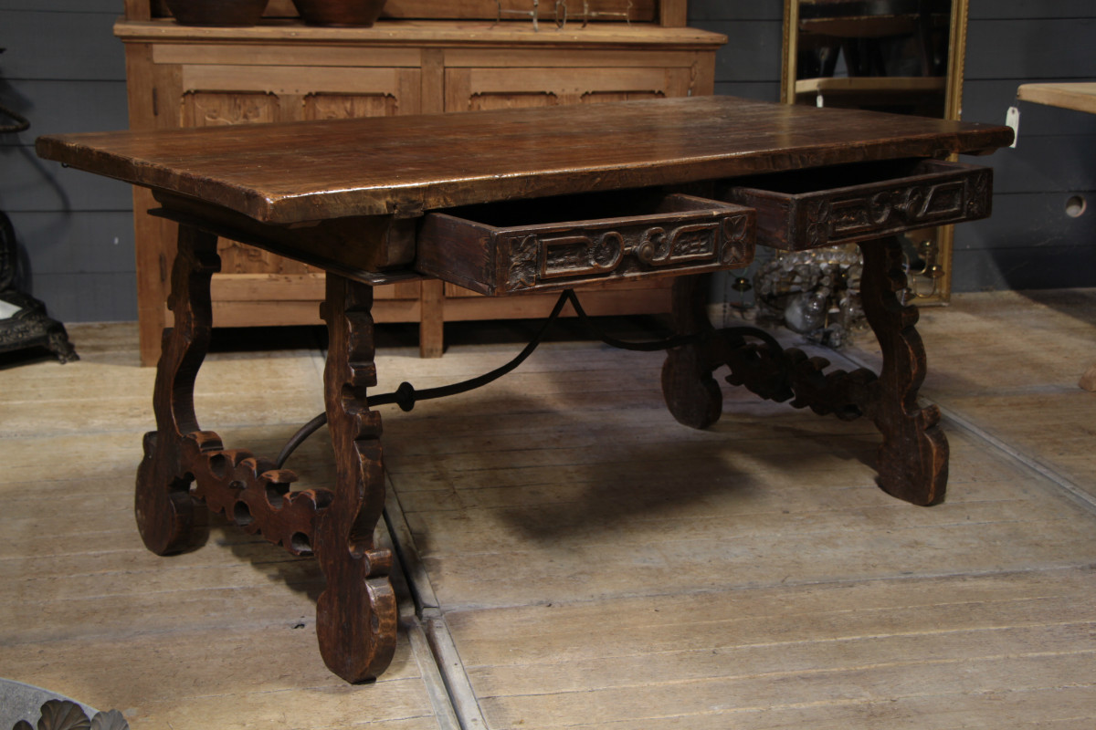 Walnut spanish table with two drawers dining tables for Table in spanish